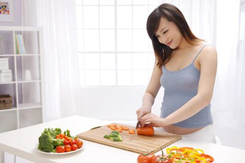 Bà bầu nên và không nên ăn gì khi mang thai 3 tháng đầu?